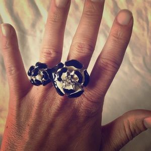 Jewelry - Double Finger Flower Ring